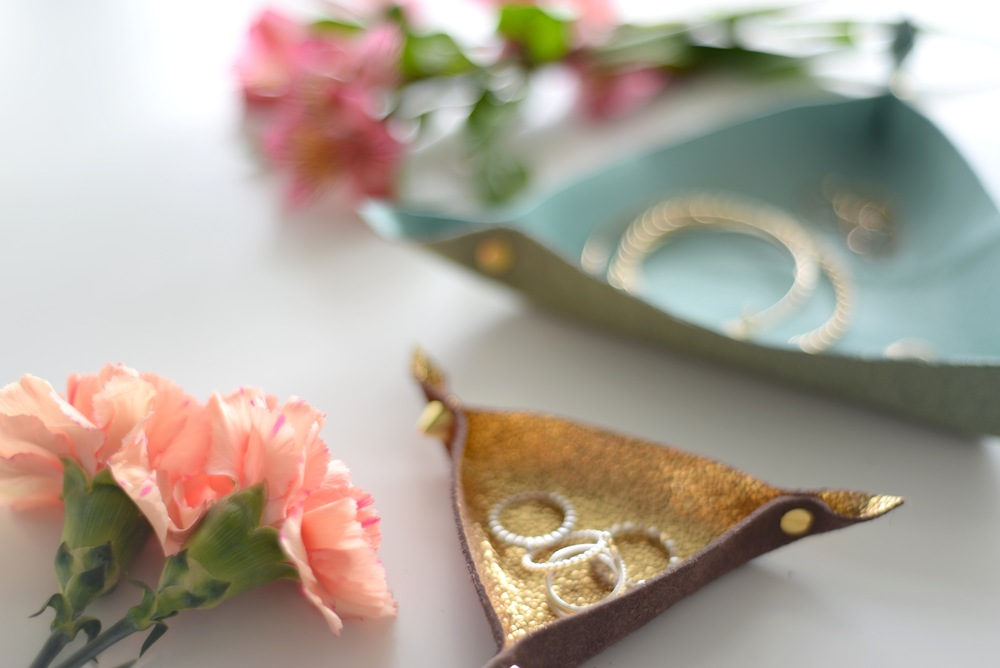 Diy, diy blog, easy diy, poppy barley, poppy barley leather, leather diy, trinket tray diy, jewellrey dish DIY, easy DIY, diy blogger, Canadian diy blog