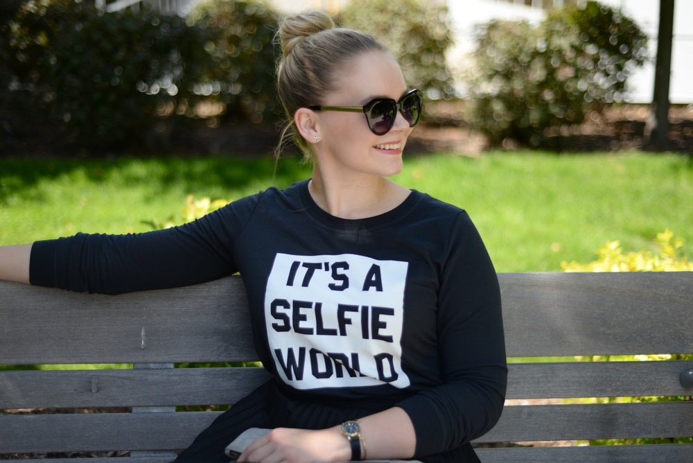 it's a selfie world top black