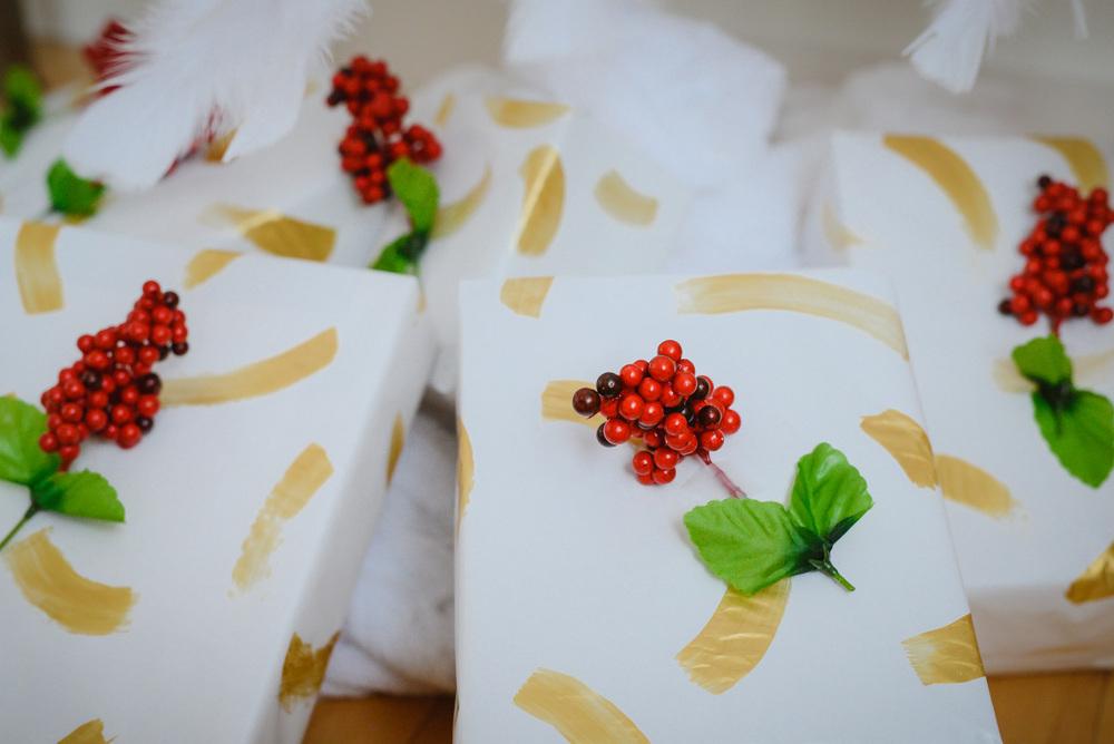 gold giftwrap DIY