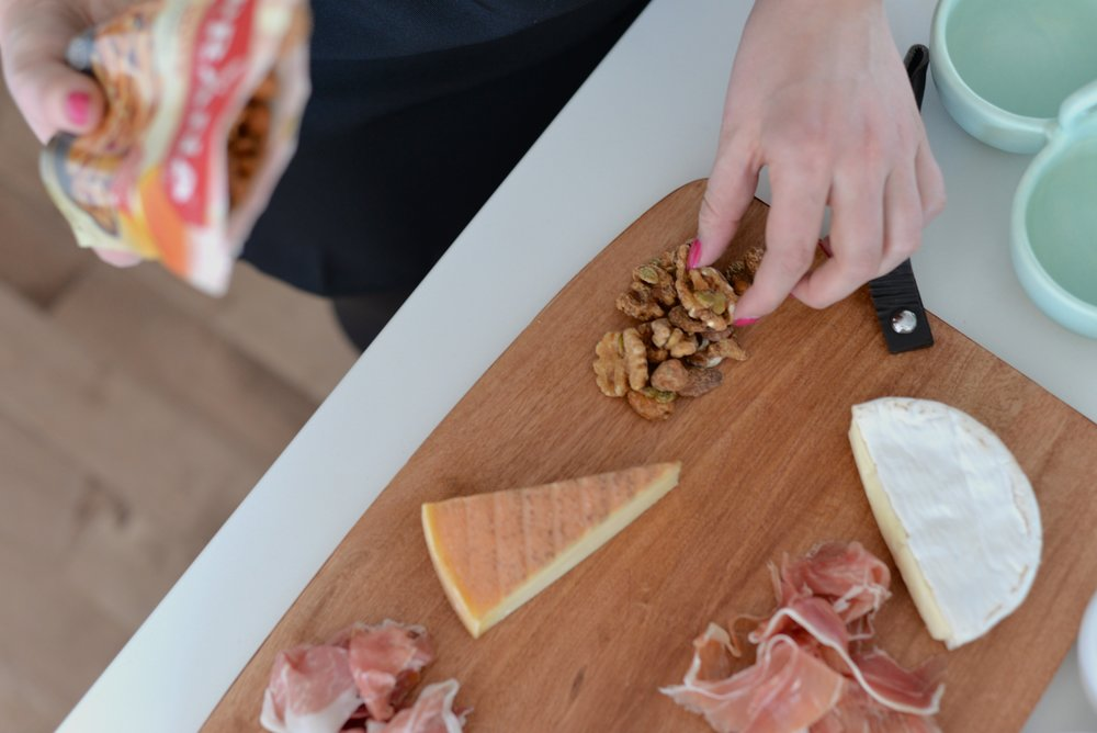 how to charcuterie board