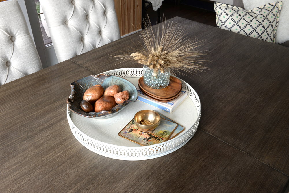 decorate a dining table
