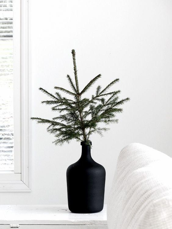 minimalist holiday decor