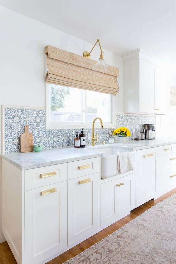 white kitchen, brass hardware