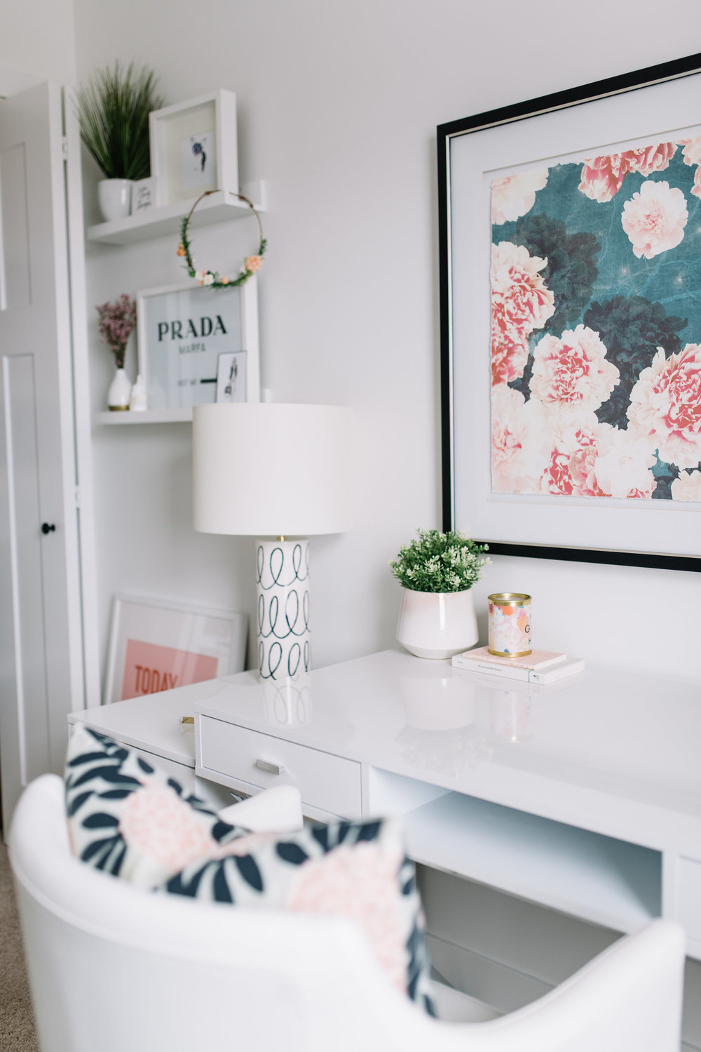 modern home office, pink and white office