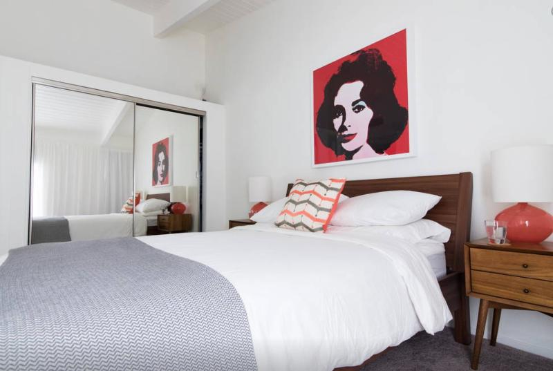 andy warhol liz taylor in bedroom
