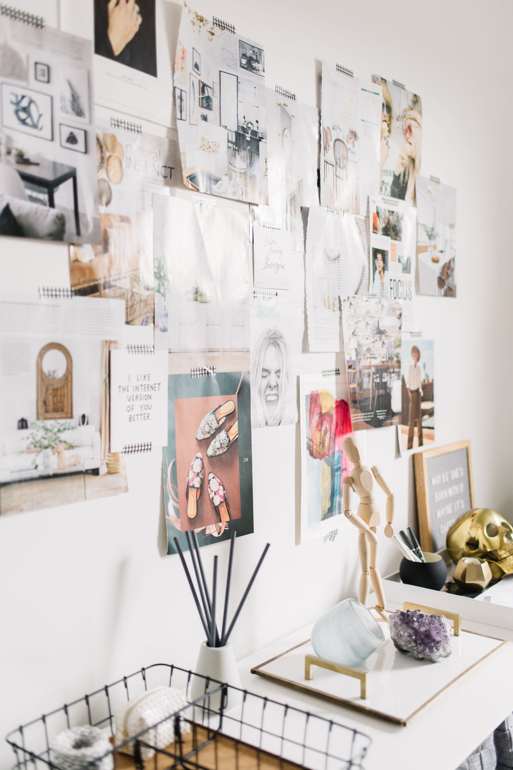 modern home office, DIY gallery wall with magazines