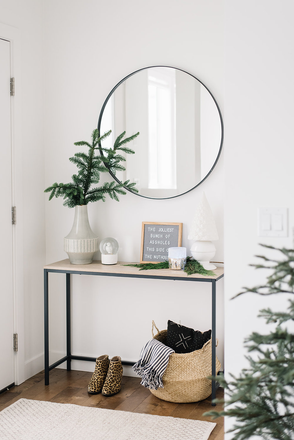 modern holiday decor, scandinavian holiday decor