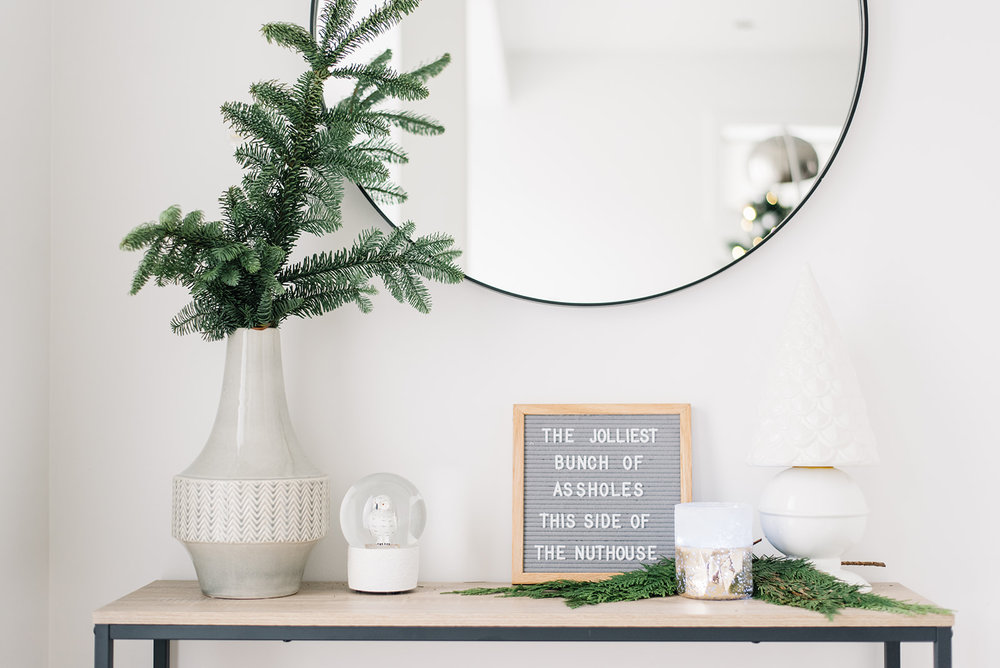 minimalist holiday decor