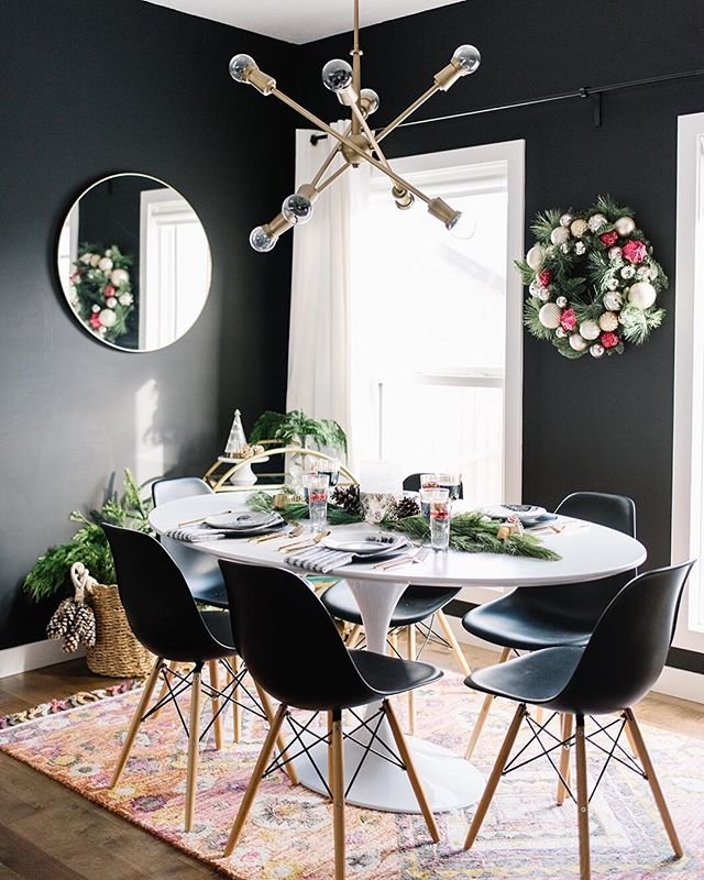 Did you catch part 2 of my #holidayhometour? This round I shared how I added some holiday glam to my dramatic dining space! All the deets are on the blog 👉🏻 {www.204park.com} . . Photo @brandingbytraceyjazmin for 204 Park . . . . . . #mymodern #ggathome #makehomeyours#apartmenttherapy #sodomino#mycovetedhome #simplystyleyourspace#currentdesignsituation #myhgtv#lovewhereyoudwell #pocketofmyhome#currenthomeview #theeverygirlathome#handmademodernhome #howwedwell#inmydomaine #smmakelifebeautiful#bhgstylemaker #mypinterest #homegoals#christmasdecor #edesign#canadiandesigners #holidaydecor#christmastree ⠀⠀⠀⠀⠀⠀⠀⠀⠀
