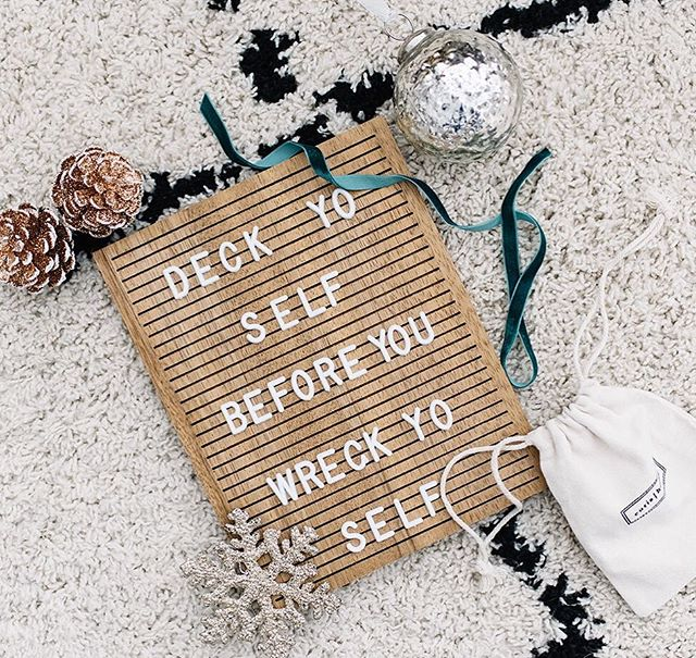 I love me a good letterboard! How cute is this one from @eurishome?! I love how modern it is and that they're an Alberta business too! Yay for that #shoplocal . . Photo @brandingbytraceyjazmin for 204 Park . #mymodern #ggathome #makehomeyours#apartmenttherapy #sodomino#mycovetedhome #simplystyleyourspace#currentdesignsituation #myhgtv#lovewhereyoudwell #pocketofmyhome#currenthomeview #theeverygirlathome#handmademodernhome #howwedwell#inmydomaine #smmakelifebeautiful#bhgstylemaker #mypinterest #homegoals#christmasdecor #edesign#canadiandesigners #holidaydecor#christmastree