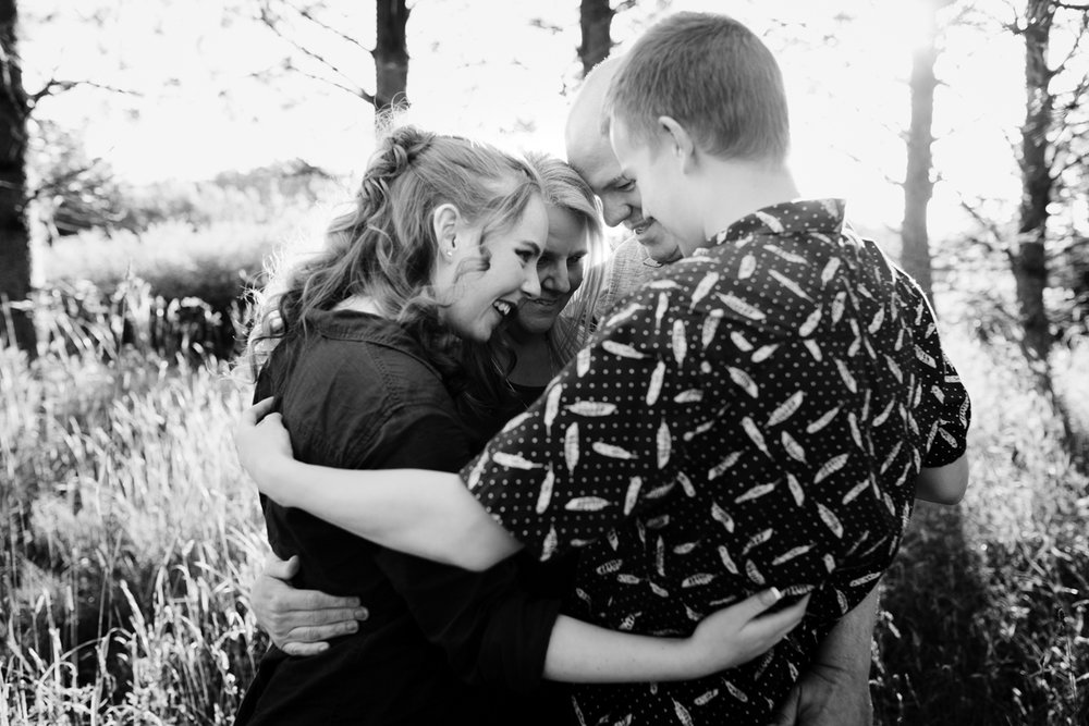 seattle family photographer hug it out