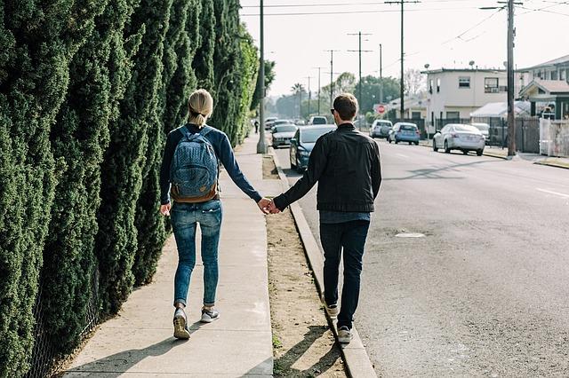 couple-1210023_640.jpg