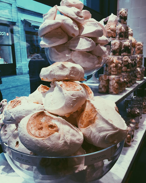 lil eeeeeeeee image of meringue in belgium