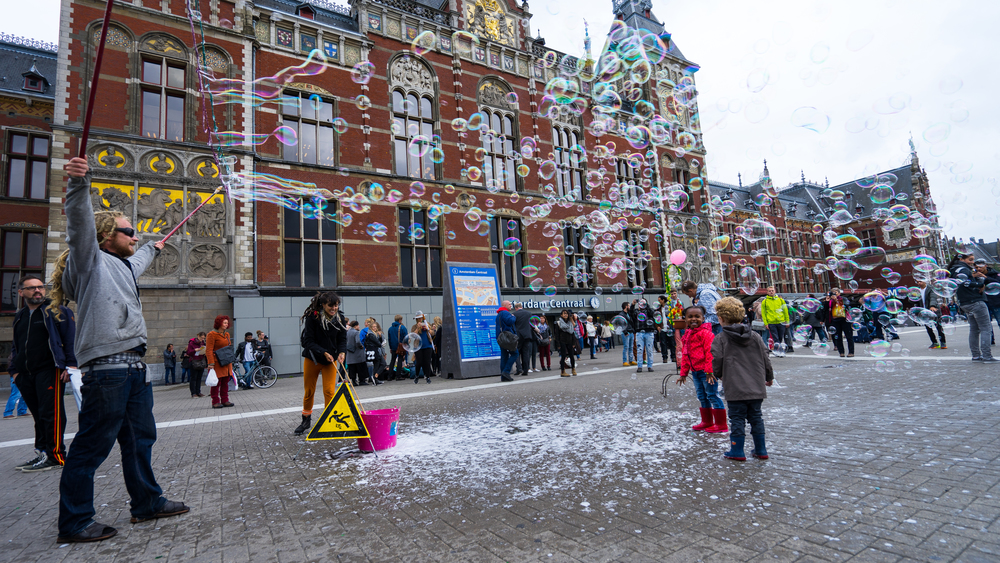 OUTSIDE AMSTERDAM CENTRAL TRAIN STATION // MEETYOUTHERE PHOTOGRAPHY