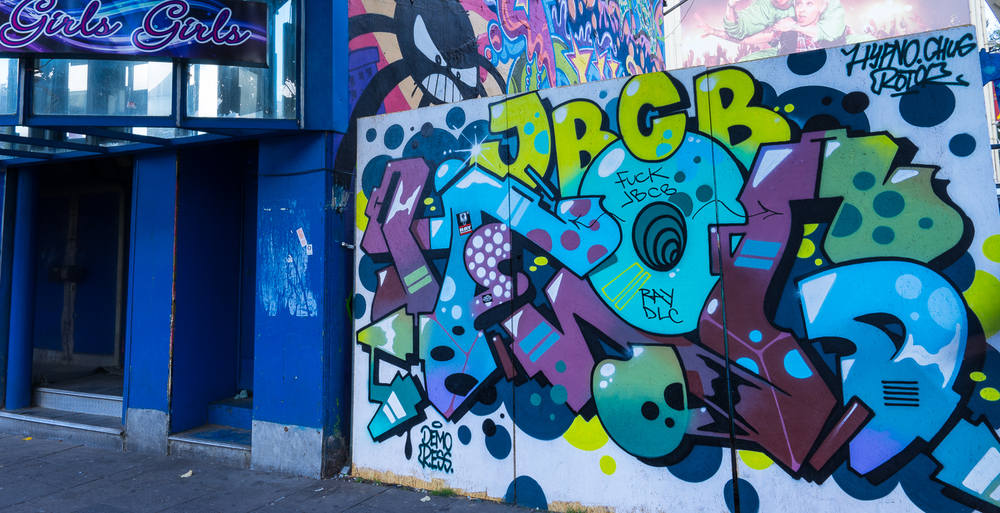 STREET ART IN THE REEPERBAHN DISTRICT // MEET YOU THERE IMAGES