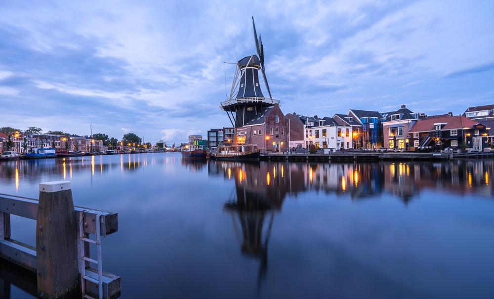 DE ADRIAAN WINDMILL, HAARLEM, NETHERLANDS // IMAGE BY FRANKIEBOYPHOTOGRAPHY.COM