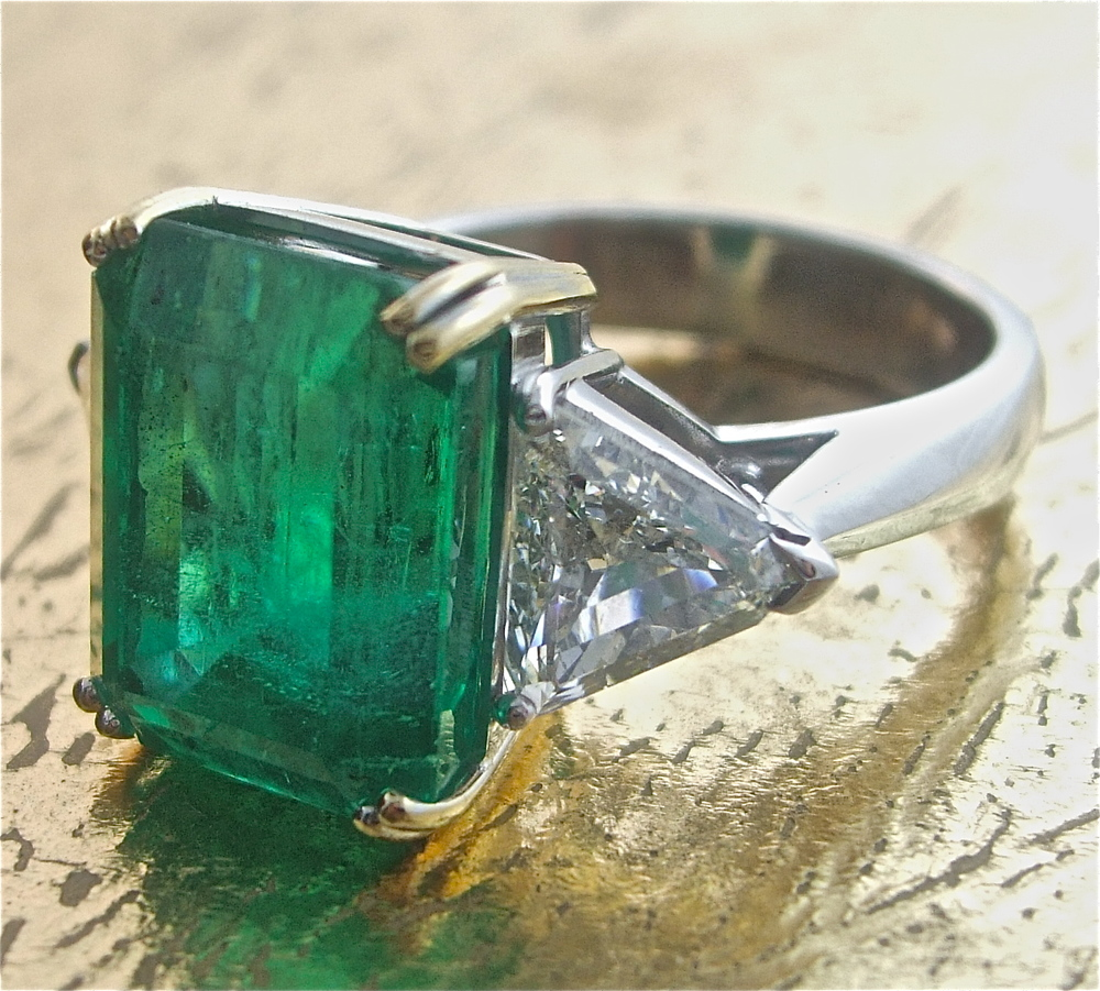 Emerald Ring with 2 Triangle Shaped Diamonds - Item No: 0013477