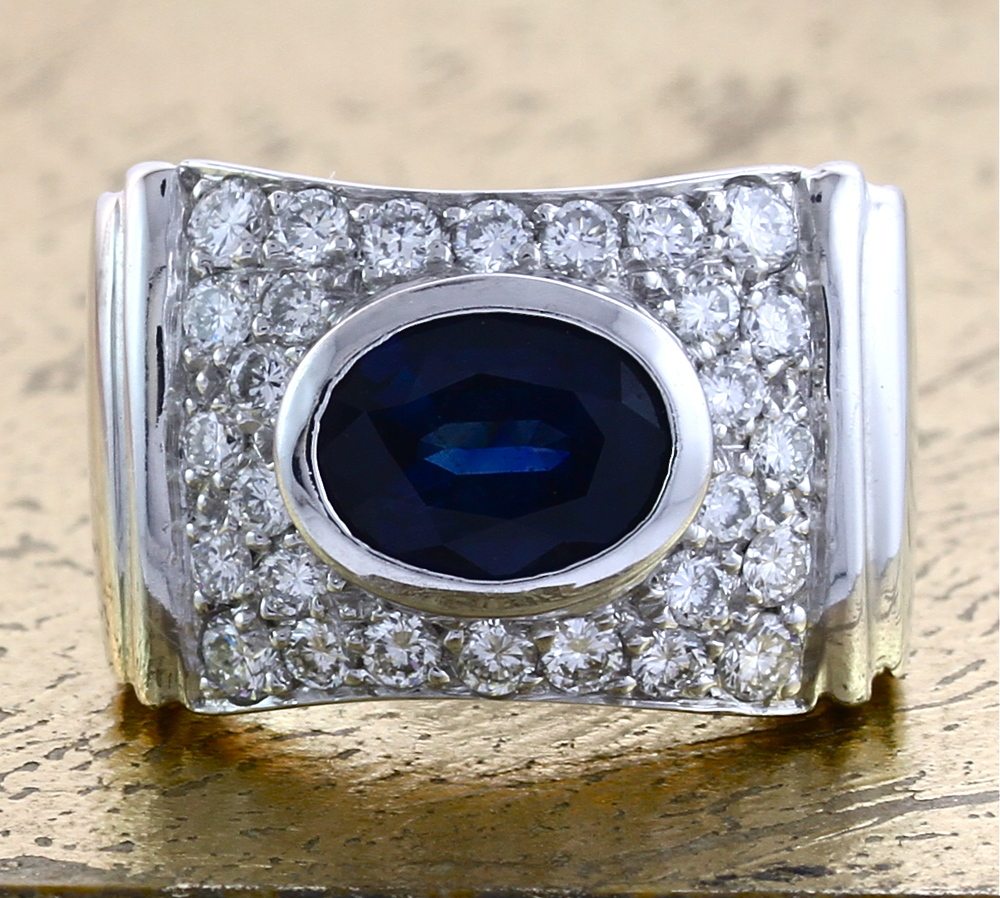 Sapphire Ring with Round Diamonds - Item No: 0010379