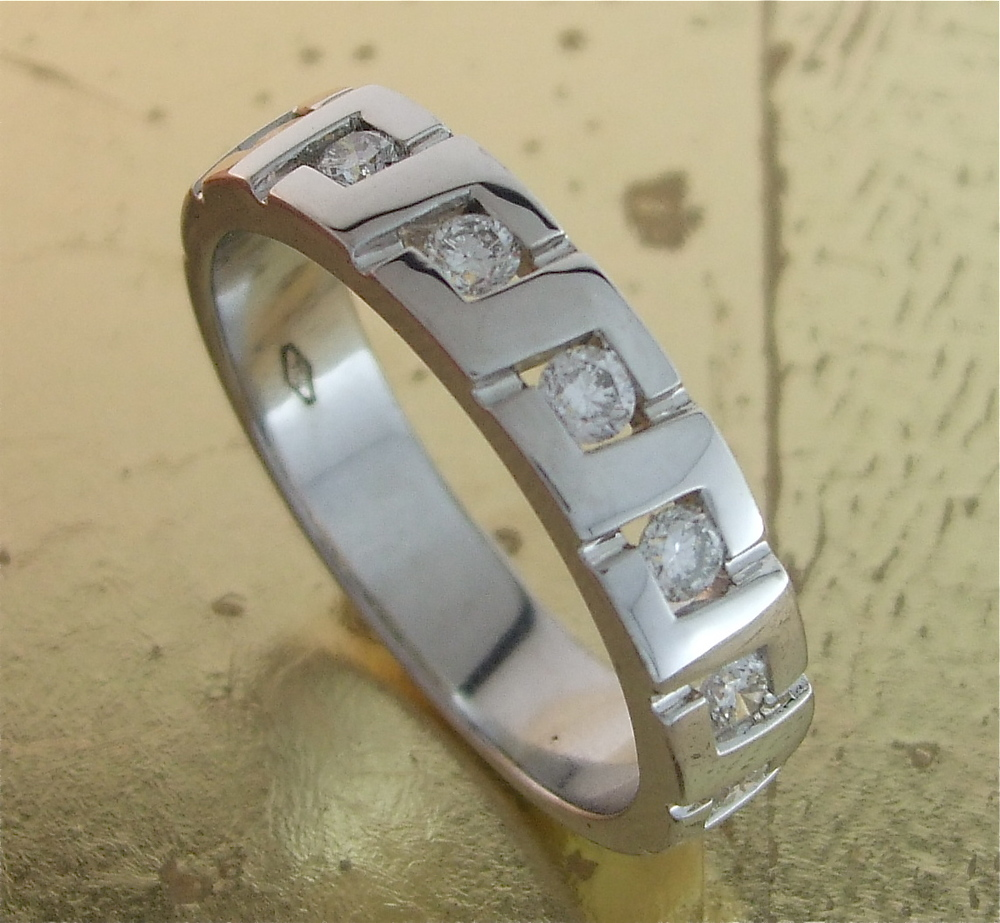 7 Diamonds Men's Wedding Band - Item No: 0013551