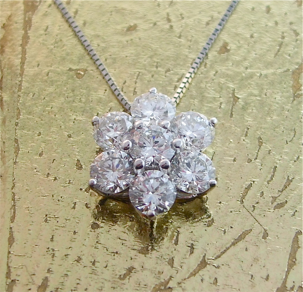 7 Diamonds Pendant - Item No: 0013555