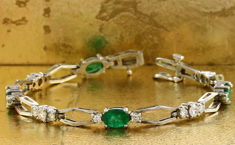 Tennis Bracelet with Oval Emeralds & Round Diamonds - Item No: 0010616