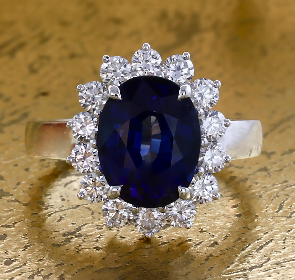 Ring with Oval Sapphire and Diamond. Item No: 0013852