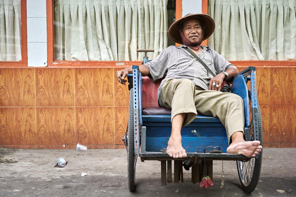 rickshaw driver in Kota Tua