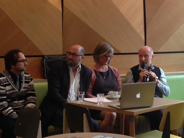 Schulleiter Dr. Vito Susca, Moderator Christian Fülle, Psychologin Julia von Weiler und Medienexperte Thomas Schmidt saßen in Berlin in der Digital Eatery.