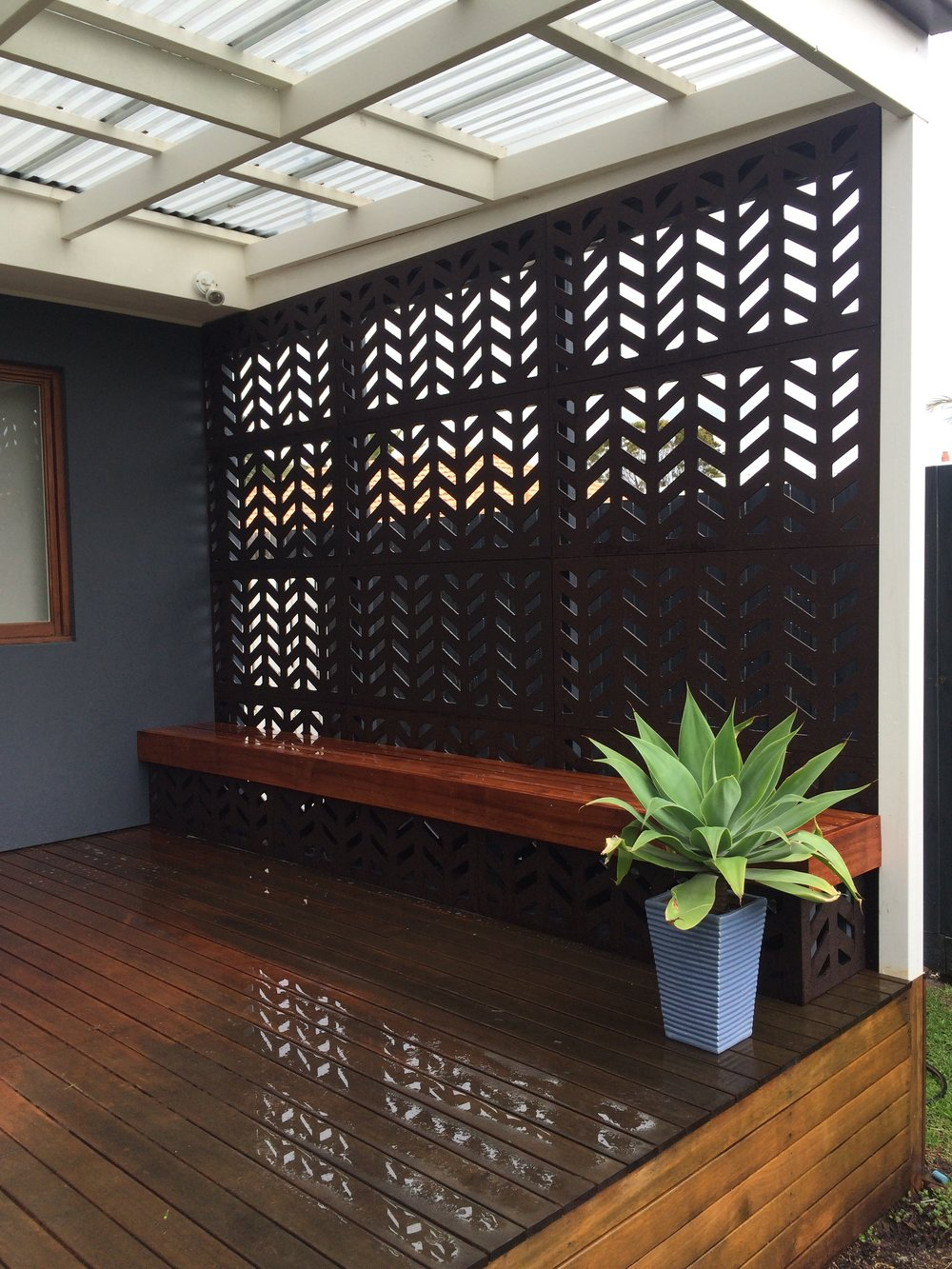 Outdeco 'Herringbone' Privacy Screens. Installation by Acoustic Landscape Designs.