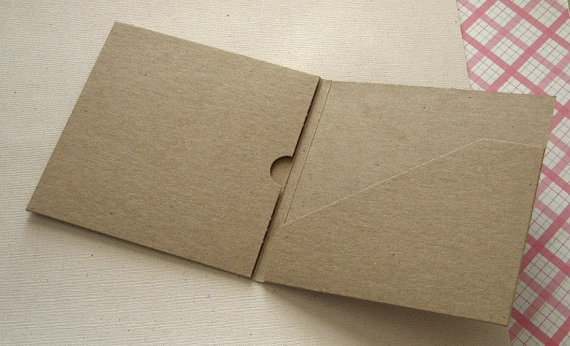 Oi Kraft θήκες για τα Βluray-dvd γάμου, είναι 100% οικολογικά ανακυκλωμένο χαρτί, γιατι αγαπάμε την φύση..