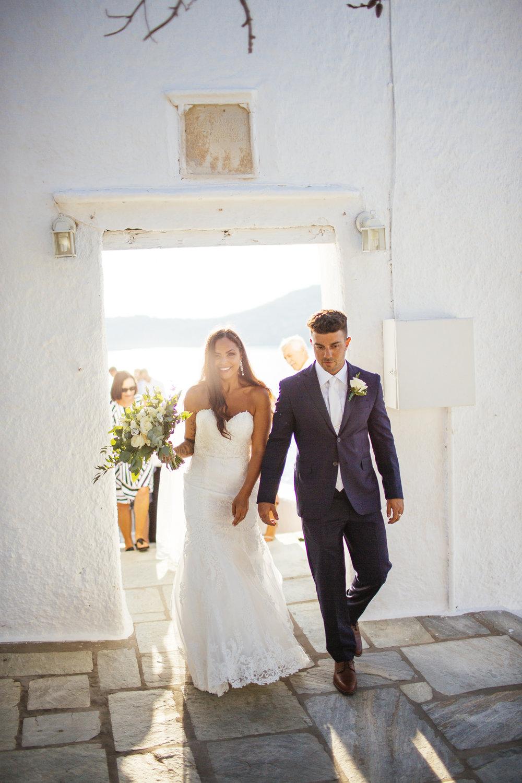 Στο Lulumeli φωτογραφίζουμε απιστευτες στιγμές γάμου σαν και αυτη την φωτογραφία, χωρίς στήσιμο και σκηνοθεσία.