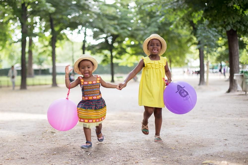 Paris, France Eiffel Tower Family Portrait Session, Family Lifestyle Natural Light Photographer_004.jpg
