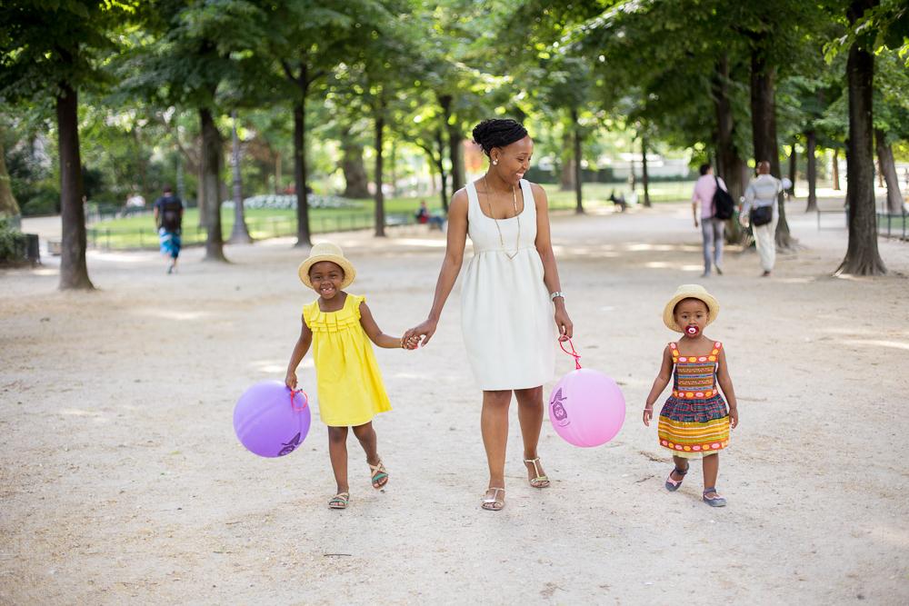 Paris, France Eiffel Tower Family Portrait Session, Family Lifestyle Natural Light Photographer_005.jpg