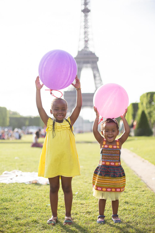 Paris, France Eiffel Tower Family Portrait Session, Family Lifestyle Natural Light Photographer_024.jpg