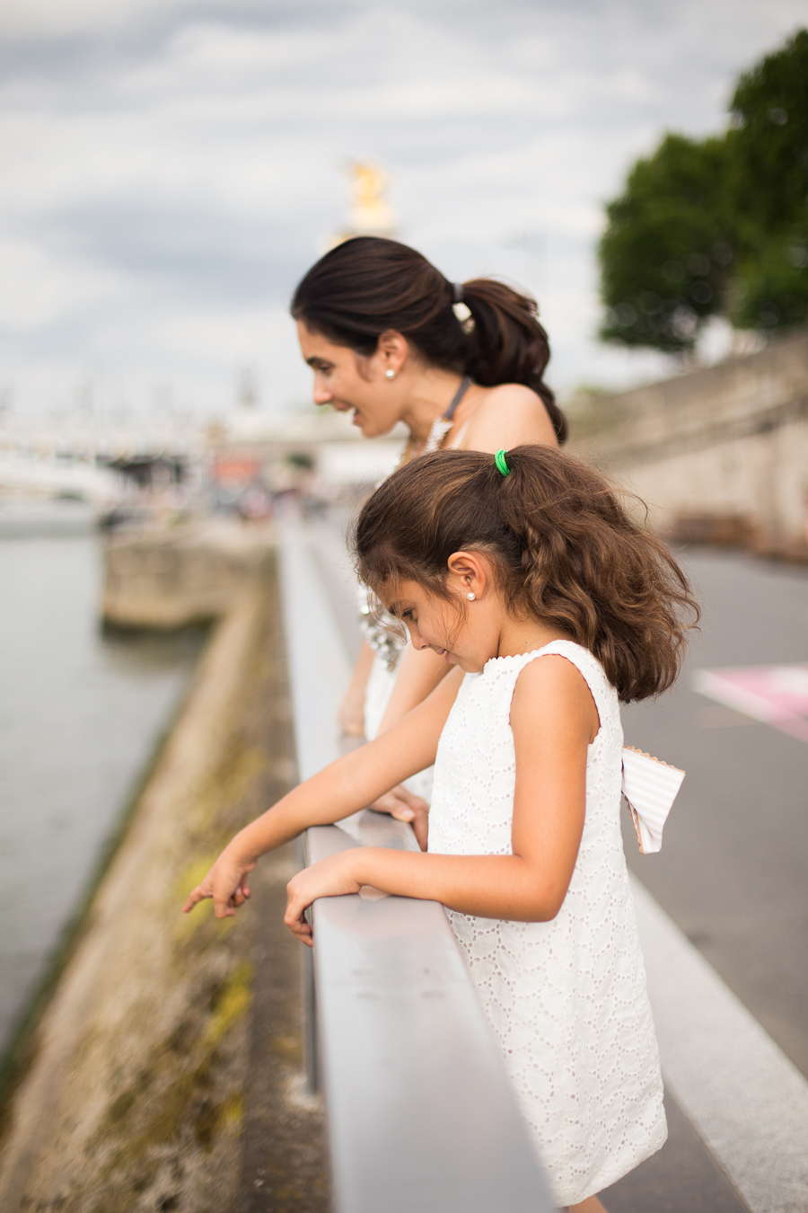 Paris, France Gorgeous Mother Daughter photo session, family photos in Paris_004.jpg