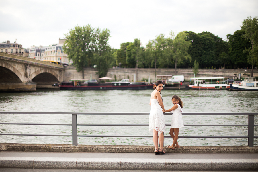 Paris, France Gorgeous Mother Daughter photo session, family photos in Paris_006.jpg