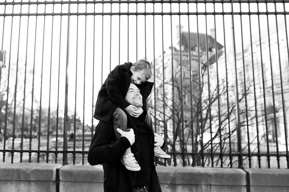 winter-family-photo-session-ideas-paris-photographer-11