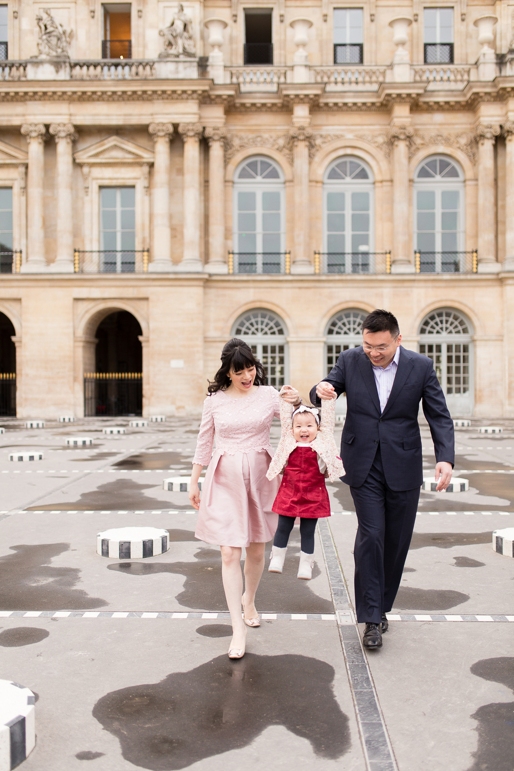 spring-fall-family-maternity-paris-palais-royal-louvre-photo-session-inspiration-1