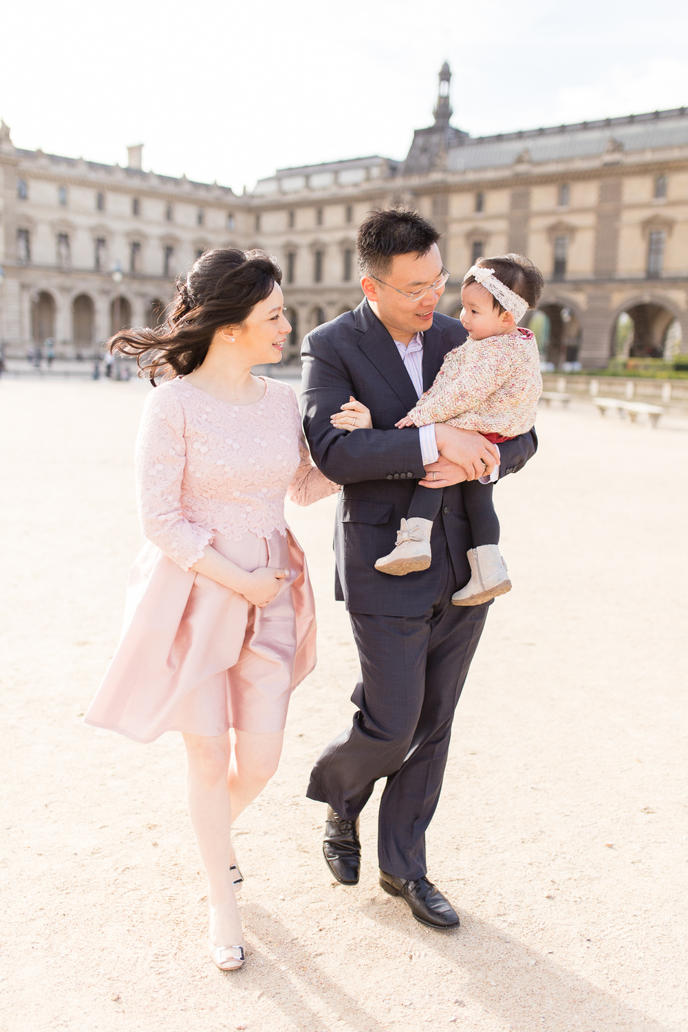 spring-fall-family-maternity-paris-palais-royal-louvre-photo-session-inspiration-12