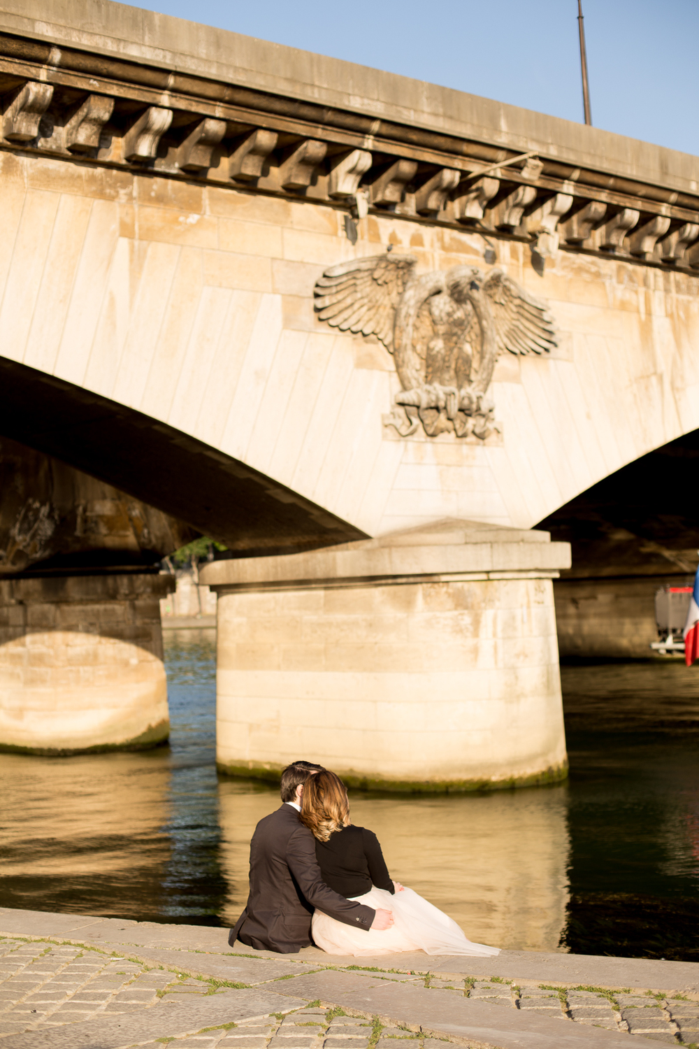 romantic-fun-honeymoon-ideas-in-paris-photo-shoot-5