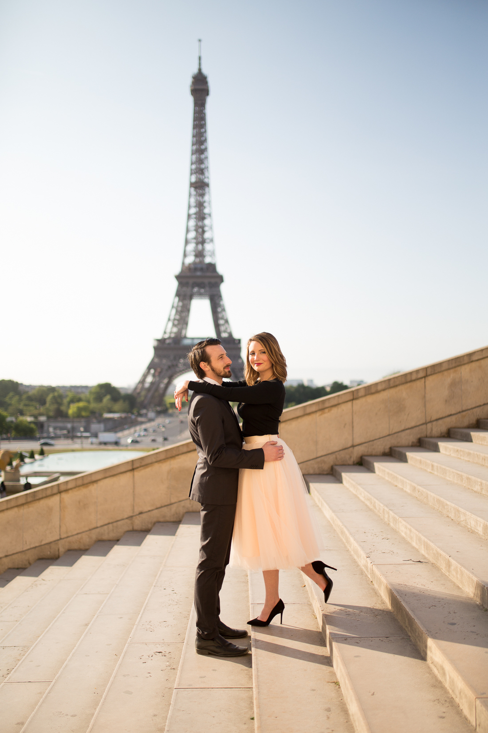 romantic-fun-honeymoon-ideas-in-paris-photo-shoot-11