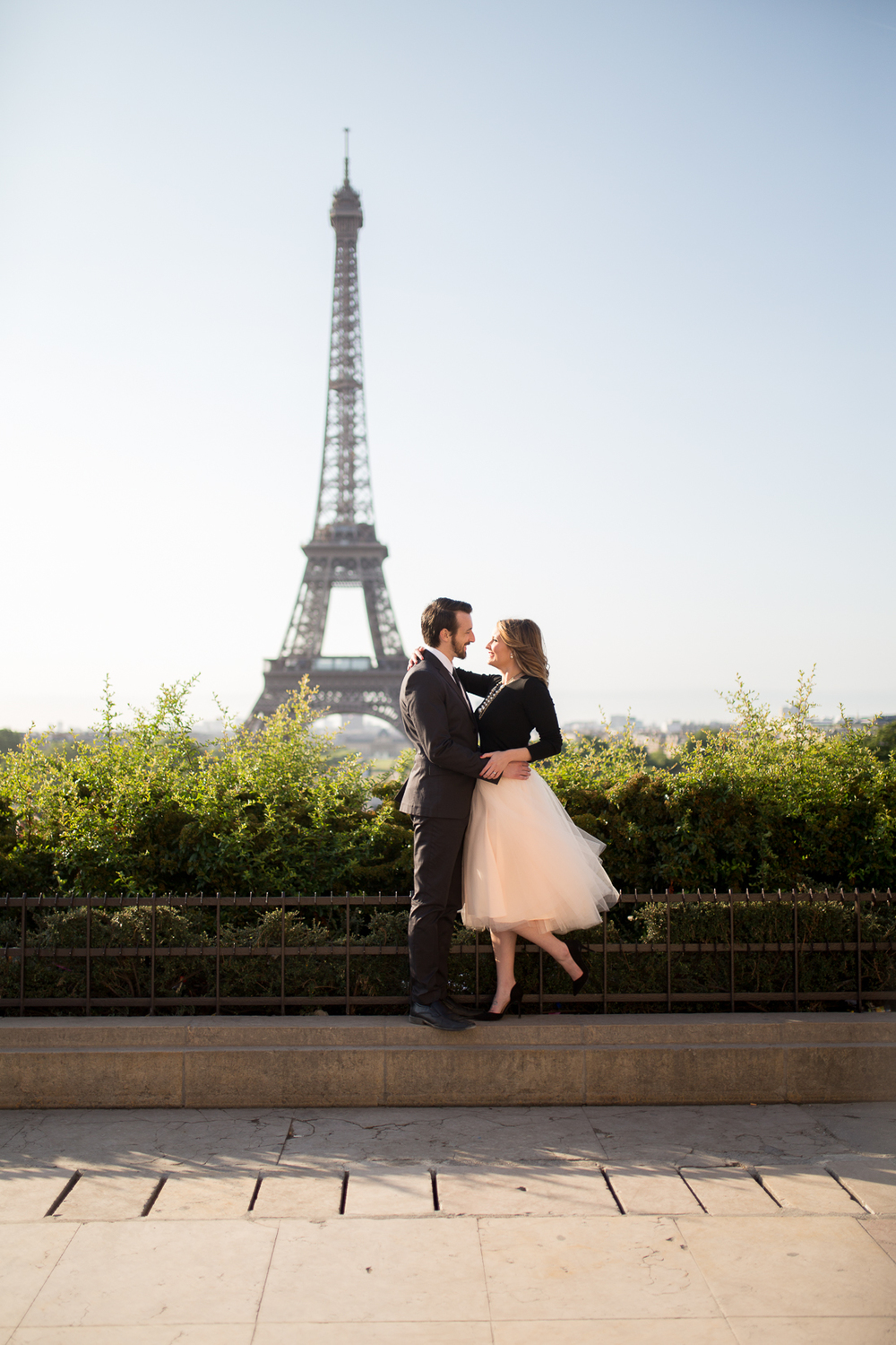romantic-fun-honeymoon-ideas-in-paris-photo-shoot-12