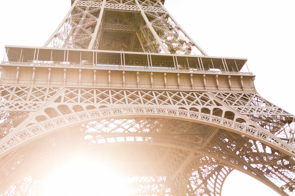 spring-fall-family-paris-eiffel-tower-photo-session-outfit-inspiratn-4