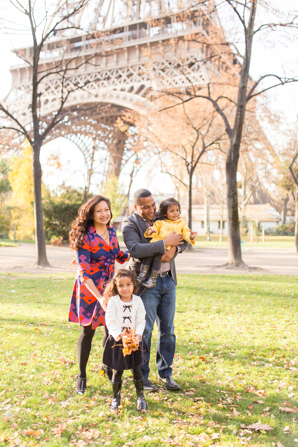 spring-fall-family-paris-eiffel-tower-photo-session-outfit-inspiratn-6