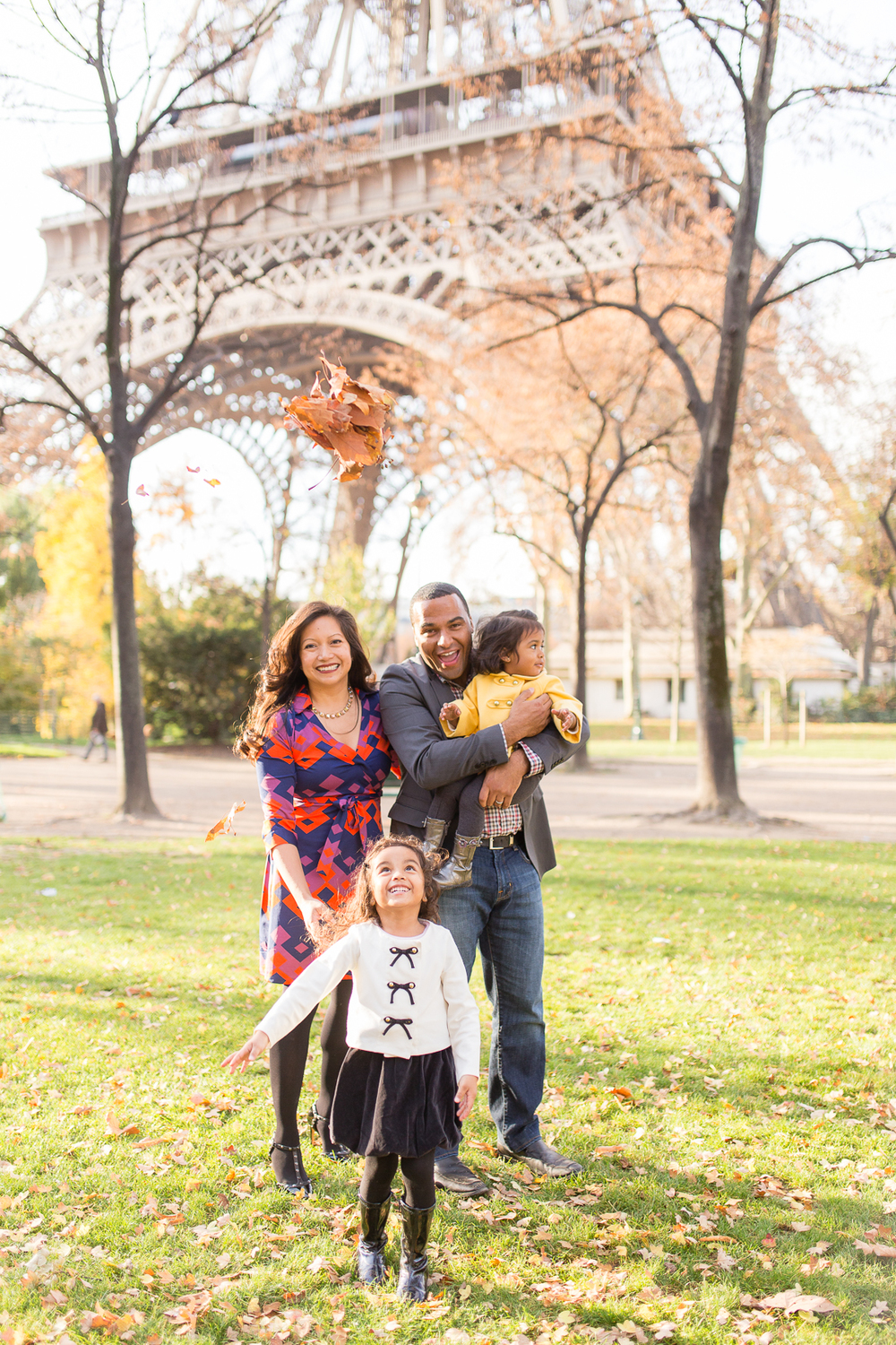spring-fall-family-paris-eiffel-tower-photo-session-outfit-inspiratn-7