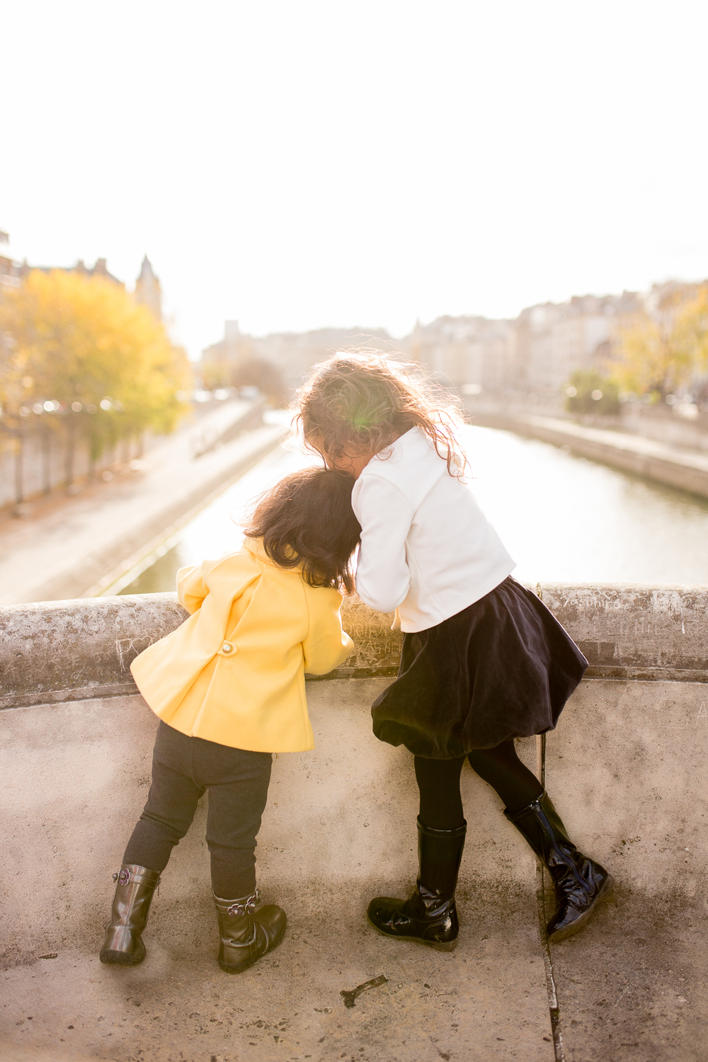 spring-fall-family-paris-eiffel-tower-photo-session-outfit-inspiratn-16