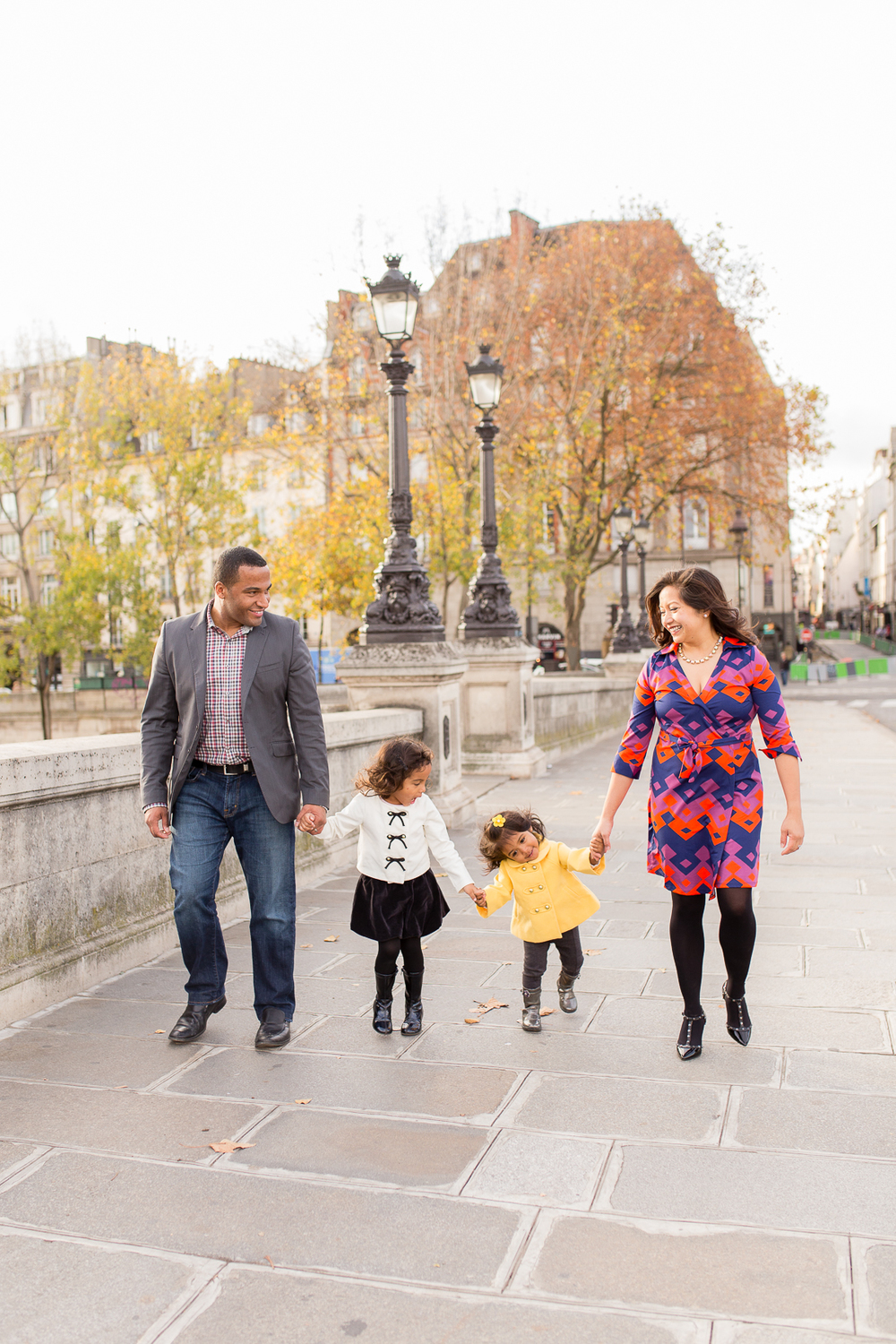 spring-fall-family-paris-eiffel-tower-photo-session-outfit-inspiratn-23