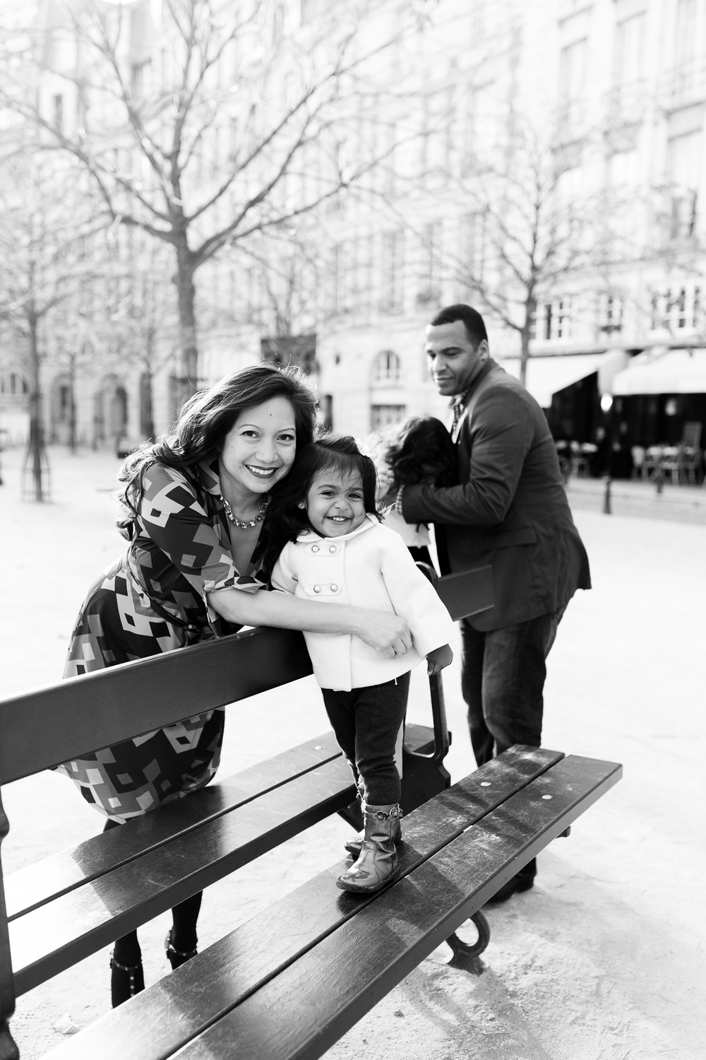spring-fall-family-paris-eiffel-tower-photo-session-outfit-inspiratn-25