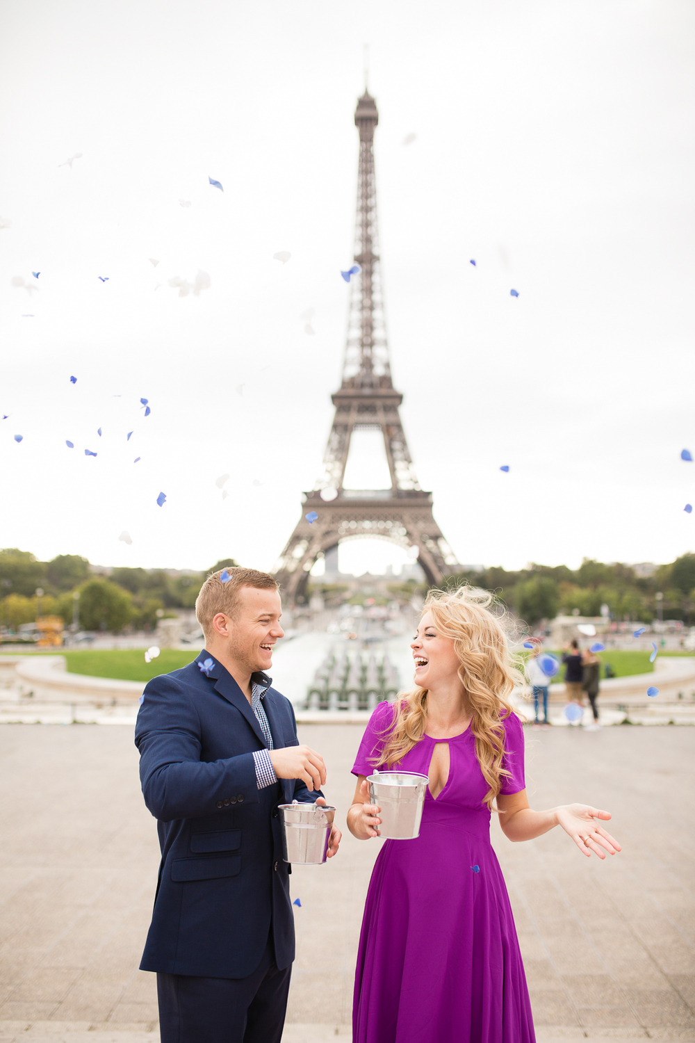 creative-paris-eiffel-tower-baby-gender-reveal-flowers-1