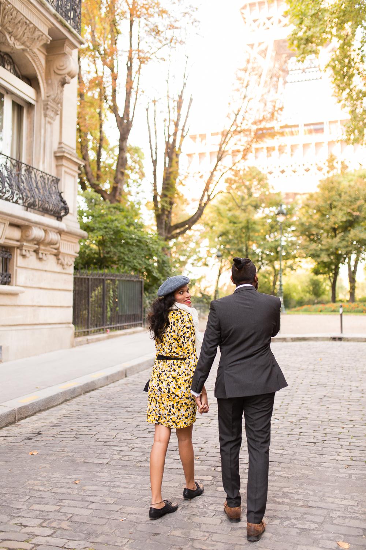 colorful-unique-outdoor-fall-engagement-couples-photo-shoot-paris-photographer_001.jpg